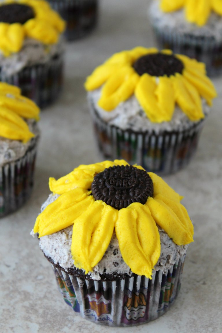 sunflower cupcakes 1